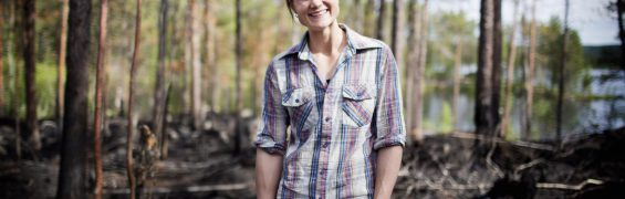 ENSAMHETEN 20120710 - Heidi Andersson från byn Ensamheten är världsmästare i armbrytning nio gånger som i år 20-årsjubilerar som armbrytare. Foto Beatrice Lundborg / DN / SCANPIX / Kod 3501 ** SVD OUT **
